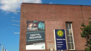 Plakat am Deutschen Haus in Flensburg