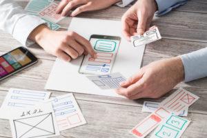 App-Entwicklung am Tisch